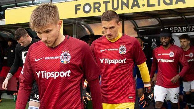 Fotbalisté Sparty Martin Frýdek a Milan Heča nastupují k utkání s Baníkem Ostrava.