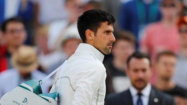 Srb Novak Djokovič po wimbledonském čtvrtfinále, v němž vzdal Tomáši Berdychovi.