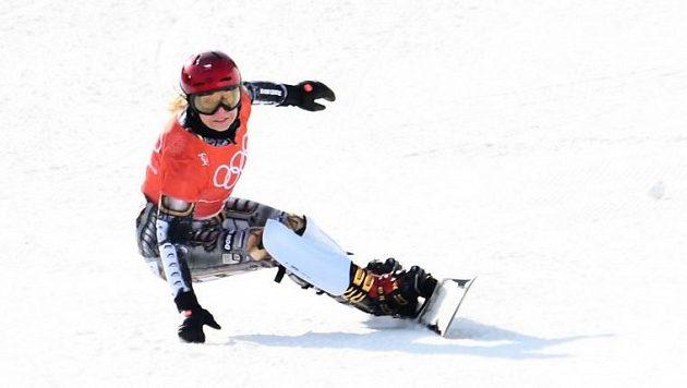 Ester Ledecká během snowboardového tréninku před olympijským závodem. Zaútočí na druhé zlato?