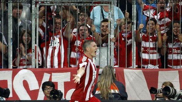 Bastian Schweinsteiger z Bayernu oslavuje vítězný gól proti Wolfsburgu