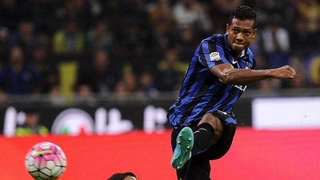 Fredy Guarín rozhodl o vítězství Interu Milán v derby s AC Milán.