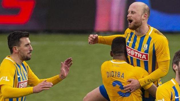 Fotbalisté Opavy se radují po vítězství nad Českými Budějovicemi (ilustrační foto)