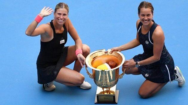 Takhle se loni radovaly z titulu na turnaji v Pekingu Andrea Sestini Hlaváčková a Barbora Strýcová
