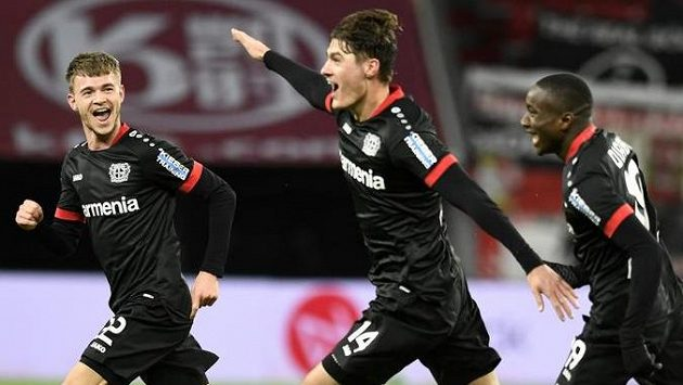 Patrik Schick slaví svou parádní trefu do sítě Bayernu Mnichov.