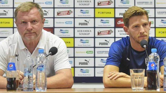 Trenér Viktorie Plzeň Pavel Vrba (vlevo) a Patrik Hrošovský na tiskové konferenci