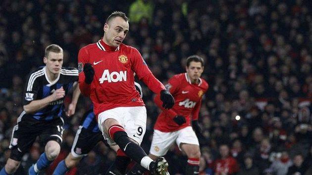 Dimitar Berbatov z Manchesteru United je po čertech nebezpečný střelec...