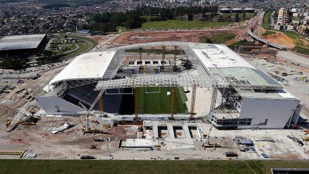 Výstavbu stadiónu Itaquerao v Sao Paulu zbrzdilo zřícení jeřábu.