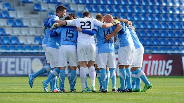 Fotbalisté Mladé Boleslavi se radují z gólu v pohárovém duelu proti Slovácku.