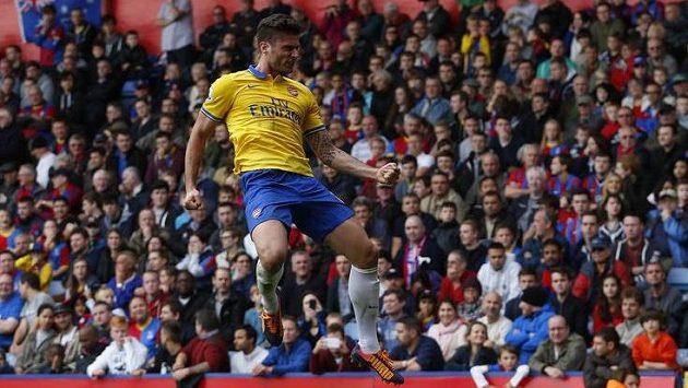 Olivier Giroud z Arsenalu se raduje ze své branky proti