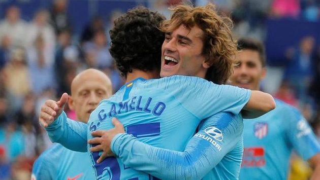 Fotbalisté Atlética Madrid se radují z branky