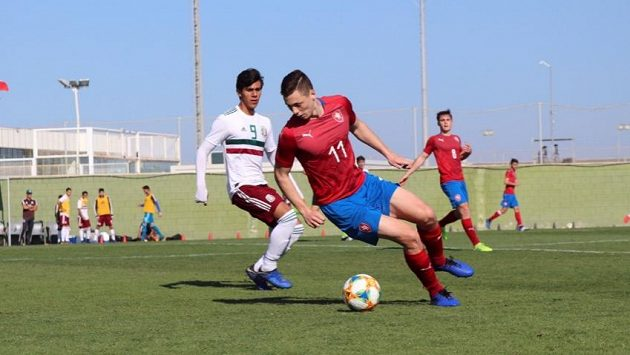 Česká reprezentační jednadvacítka rozdrtila na soustředění ve Španělsku o rok mladší soupeře z Mexika 4:0.