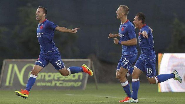 Josef Hušbauer (vlevo) se raduje z gólu v odvetě 3. předkola Evropské ligy proti Rio Ave.