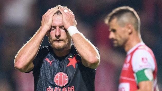 Zklamaný fotbalista Slavie Vladimír Coufal během utkání 3. kola Fortuna ligy s FK Pardubice.