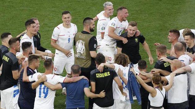 České křepčení na oslavu postupu do čtvrtfinále...