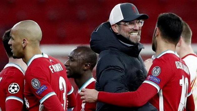 Liverpoolský kouč Jürgen Klopp oslavuje postup přes Lipsko do čtvrtfinále Ligy mistrů.
