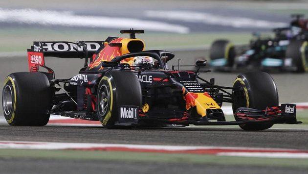 Nizozemský pilot Max Verstappen ze stáje Red Bull při Velké ceně Bahrajnu v Sáchiru.