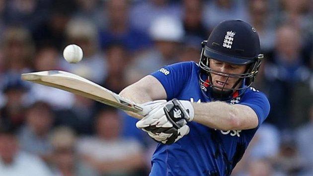 Eoin Morgan z Anglie v utkání proti Srí Lance. Právě kriket je jedním ze sportů, které značně ovlivní brexit.