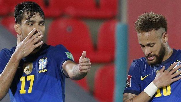 Fotbalisté Brazílie se radují z branky - ilustrační foto