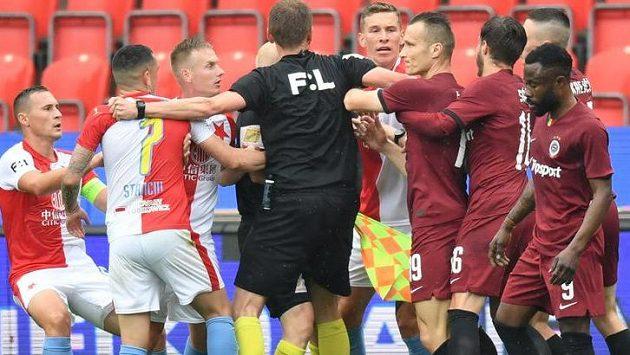 Derby Sparty se Slavií nabídlo hodně emocí.