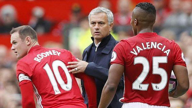 Kapitáne, chci trofej! José Mourinho a Wayne Rooney...