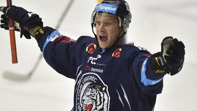 Liberecký útočník Michal Bulíř se raduje z gólu.