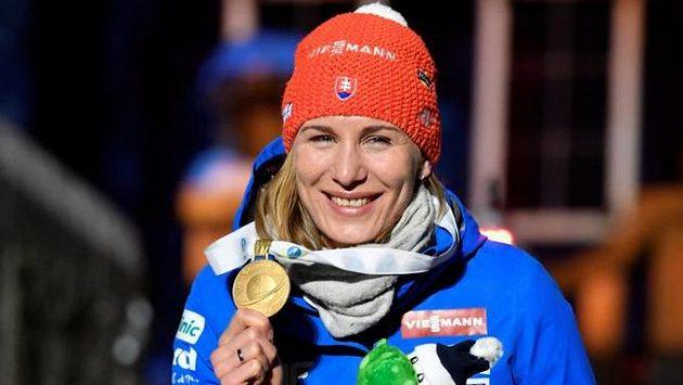Anastasia Kuzminová se zlatou medailí ze sprintu.
