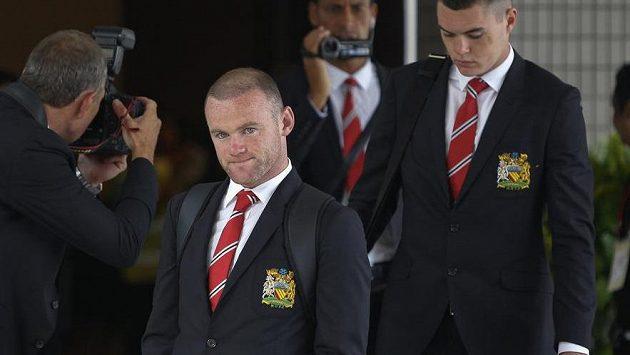 Wayne Rooney se vrátil z asijského turné předčasně a vzkaz nového trenéra, že bude v Manchesteru United dvojkou, ho popudil.