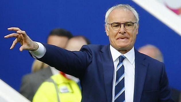 Claudio Ranieri diriguje své svěřence během zápasu se Southamptonem.