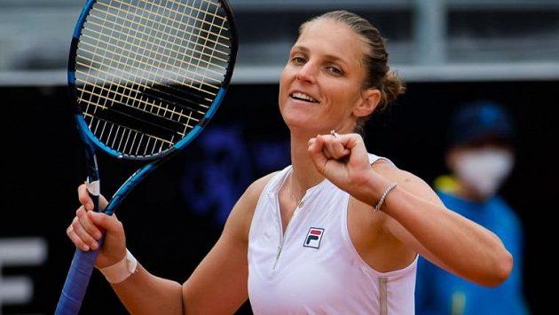 Šťastný moment pro Karolínu Plíškovou z čtvrtfinálového utkání proti Jeleně Ostapenkové