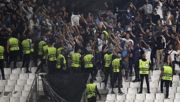 Další vlna výtržností při fotbale ve Francii poznamenala čtvrteční zápas Evropské ligy v Marseille