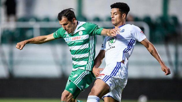 Martin Dostál z Bohemians a Marco Túlio z Mladé Boleslavi během utkání ve skupině o Evropu.