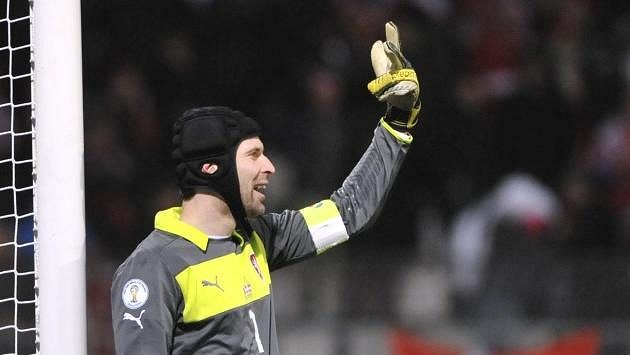 Brankář Petr Čech v utkání proti Arménii.