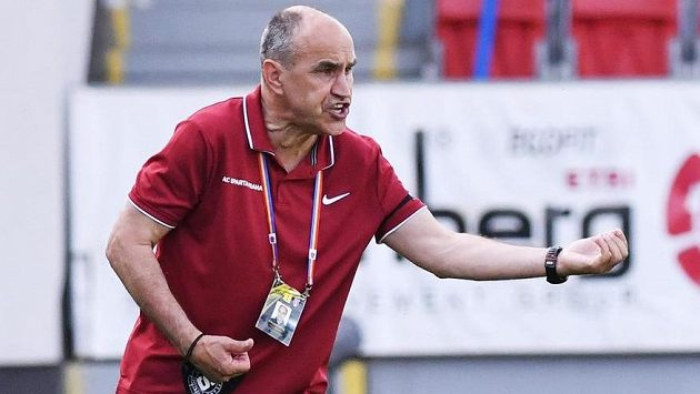 Trenér Sparty Václav Kotal během utkání v Plzni.