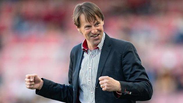 Je to tam! Trenér Karviné František Straka oslavuje vítězství 3:1 na stadionu Sparty.