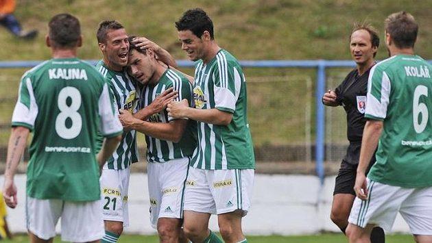 Hráči Bohemians se radují z vítezství v Perleťovém poháru.