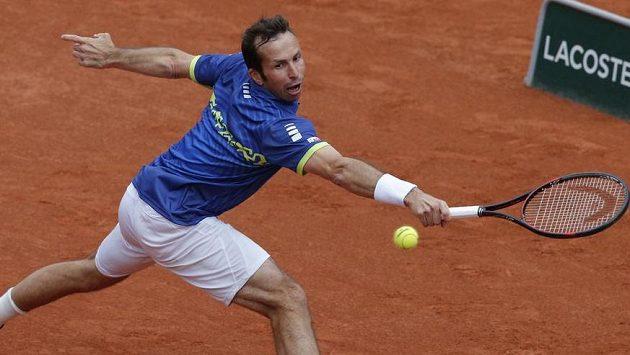Radek Štěpánek v duelu s Andym Murraym na French Open.