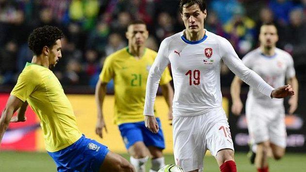 Patrik Schick (vpravo) v reprezentačním dresu a Marquinhos z Brazílie.