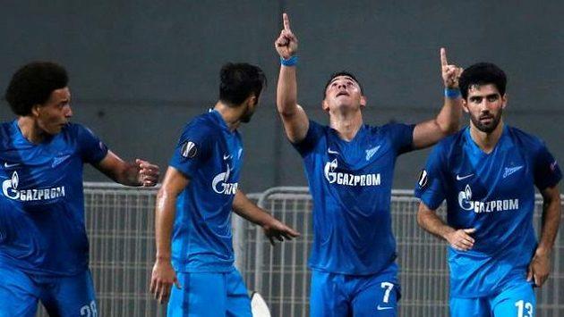 Petrohradský Giuliano (druhý zprava) slaví vyrovnání na 3:3. A to ještě pořád nebyl konec...