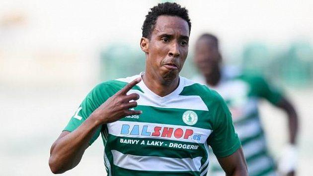 Kolumbijec Jhon Mosquera slaví gól v dresu Bohemians.