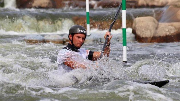 Kajakář Vít Přindiš vybojoval na žebříčkovém závodě ve vodním slalomu v Penrithu bronzovou medaili.
