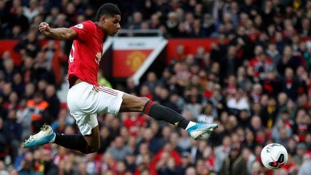 Útočník Manchesteru United Marcus Rashford sestřelil dvěma góly Chelsea v osmifinále Ligového poháru.