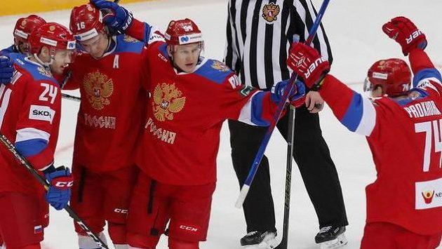 Ruská radost z druhého gólu do české sítě. Sborná opět využila přesilovku.