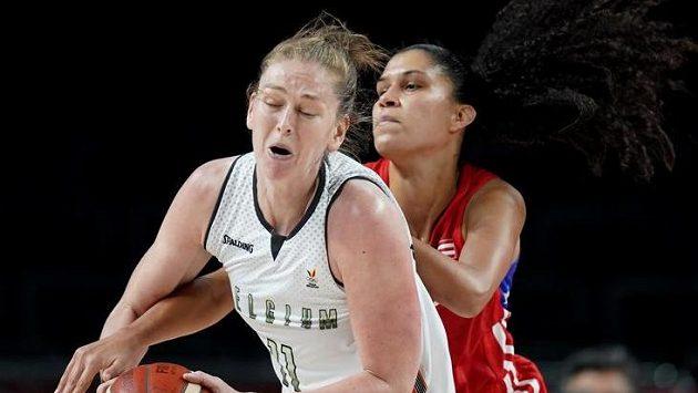Meessemanová (vlevo) dovedla basketbalistky Belgie do čtvrtfinále