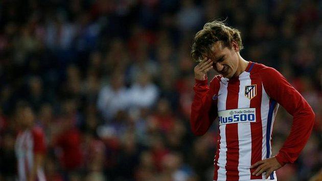 Zklamaný útočník Atlétika Antoine Griezmann.