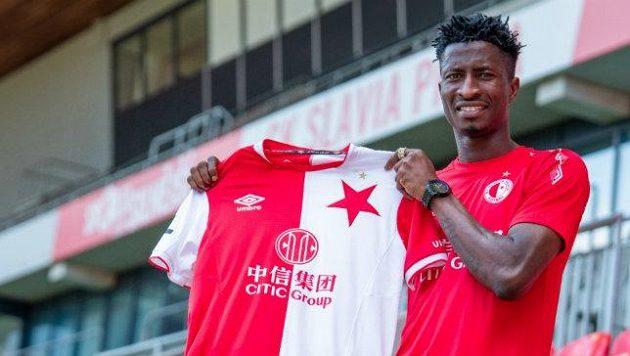 Fotbalová Slavia získala nigerijského útočníka Petera Olayinku.