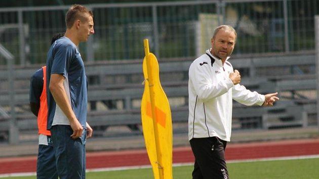 Trenér Baníku Ostrava Radomír Korytář (vpravo).