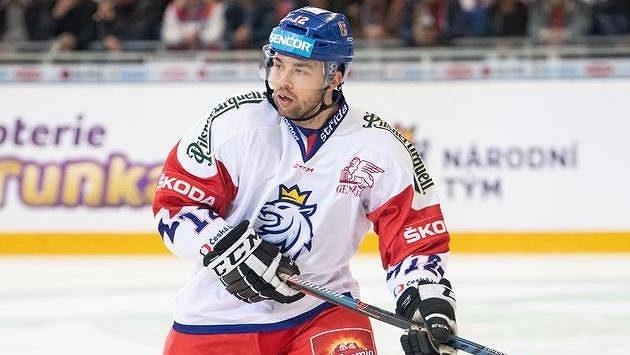 Útočník Dominik Simon musel v zámoří na operaci a minimálně do listopadu je ze hry.
