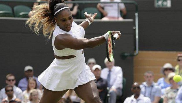 Serena Williamsová bude platit za poničení kurtu pokutu