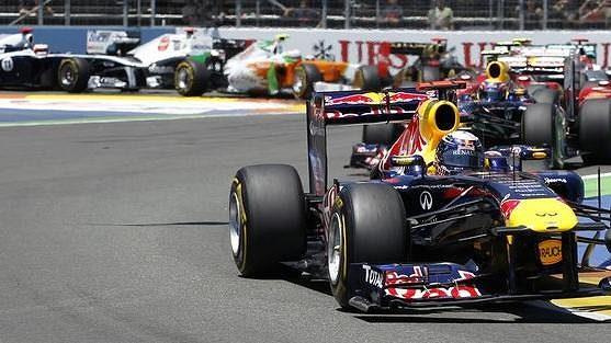 Sebastian Vettel v čele závodu GP Evropy ve Valencii