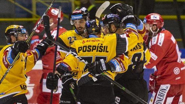 Hokejisté Litvínova se radují z branky
